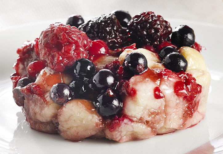 VEGAN SUMMER BERRY PULL APART PUDDING